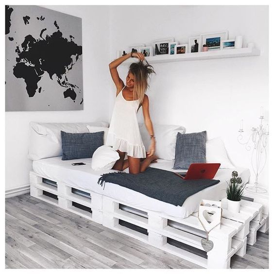 die besten 25 bett aus paletten ideen auf pinterest bett aus europaletten bett paletten und. Black Bedroom Furniture Sets. Home Design Ideas