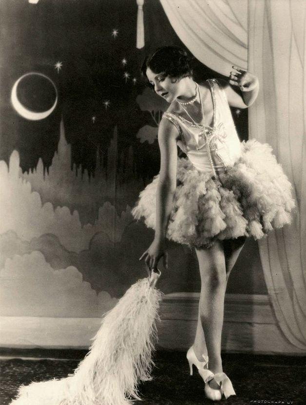 1920s-women-fashion-2-571096e09d2c7__700