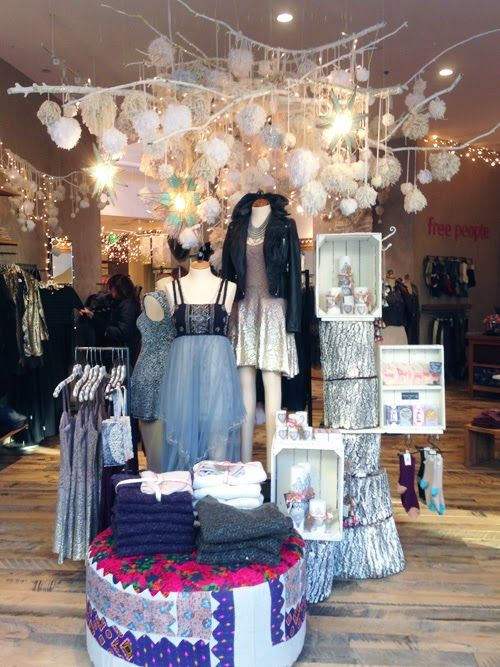 THE DAYLIGHT Display Love  Free People Holiday  S T O R E   Boutique window displays Free
