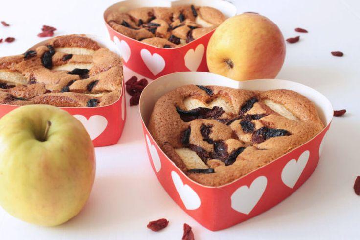 Torta di San Valentino con mele e bacche di goji - Valentine cake with apples and goji berries #healthybarta #healthy #recipe #ricetta #sana #torta #mele #bacchedigoji #gojiberries #apples #sanvalentine #sanvalentino #love #red