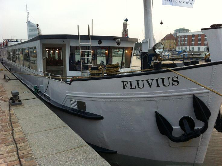 """Im Hafen von Bremerhaven liegt """"Fluvius"""" und wartet auf die nächste Flussreise mit Ihnen!"""