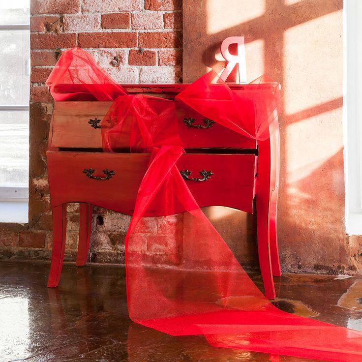 Комод из натурального вяза, украшенный  ручками цвета античной бронзы, - яркая реплика антикварного изделия. Дерзкий красный цвет комода способен стать ярким акцентом Вашего дома. Идеальный вариант для уверенных людей с безупречным вкусом!  #мебель, #интерьер, #комод, #французскийстиль, #furniture, #commode, #chestofdrawers, #frenchstyle, #objectmechty