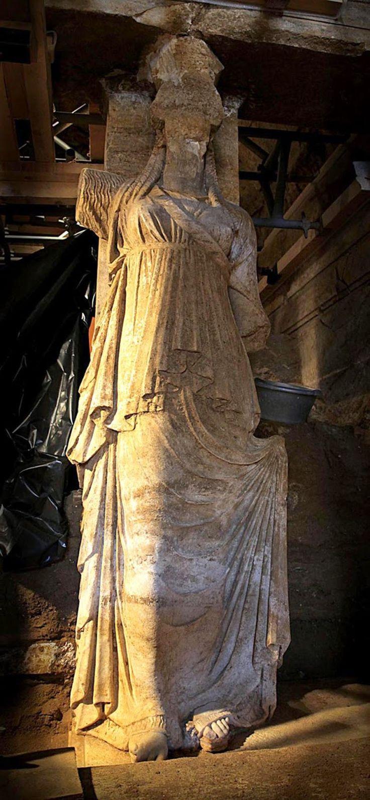 explore nature: Ολόκληρες οι Καρυάτιδες στην ανασκαφή της Αμφίπολης (ΦΩΤΟ)