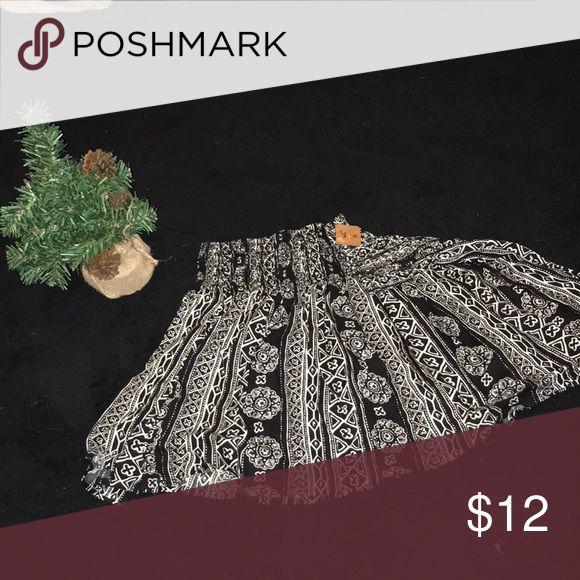 Hollister skirt Brand new, never worn Hollister skirt. Has an elastic waist band. Hollister Skirts