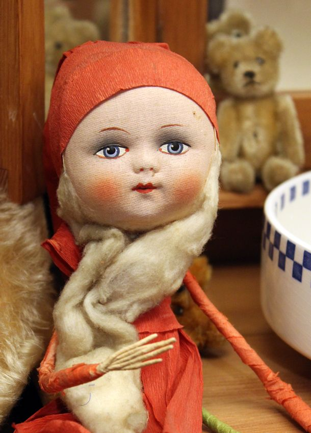 This gnome girl is my favourite! Maybe she was born to a family with gnome father and fairy mother.