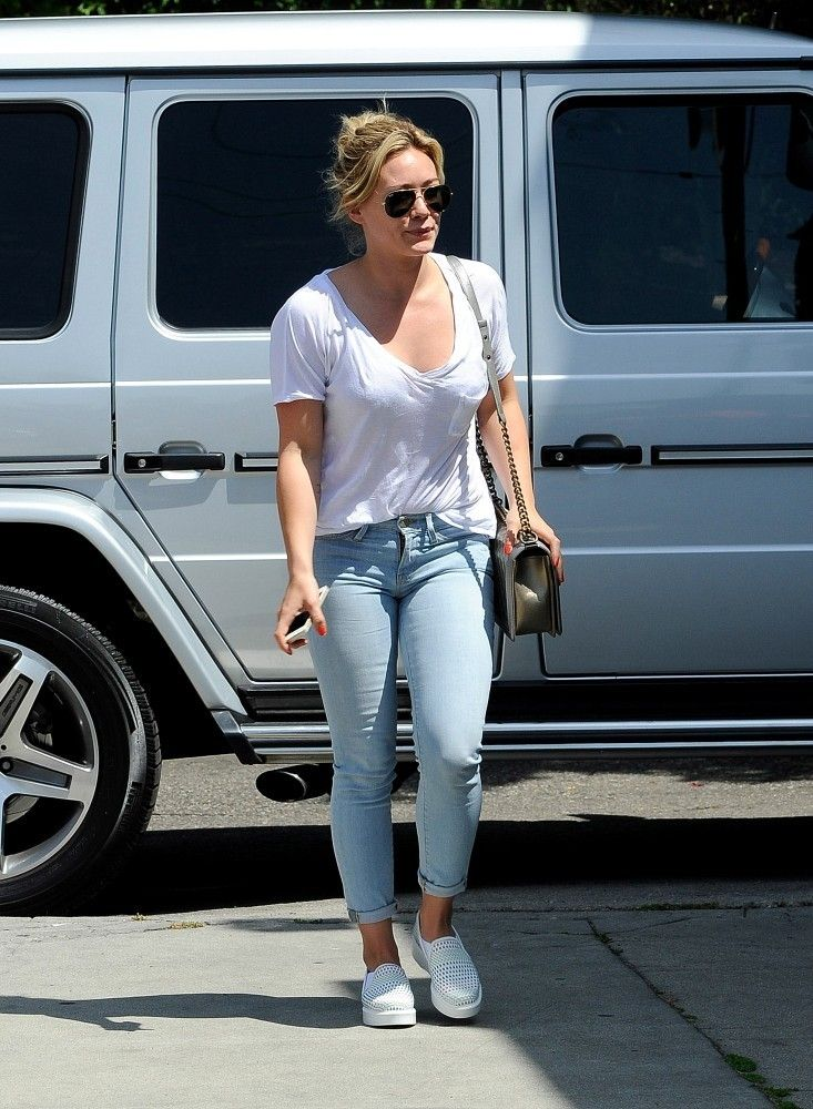 Hilary Duff wearing Ray-Ban 3025 Aviator Silver Mirror W3277 Chanel Metallic Boy Bag FRAME Le Skinny de Jeanne in Redchurch Street http://angelina-fashion-shop.com