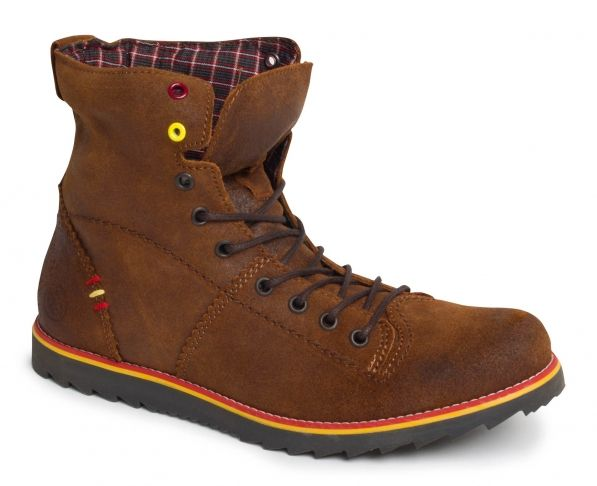 Aeolus Fuscus - Není to tak dávno, kdy kvůli koženým botům loupežníci v lesejku mordovali pocestný. V Aeolus Fuscus vás sice budou lovit zrovna tak, kulisy, motiv, aktéři a pointa se budou krapet lišit. Doporučujeme prošlápnout na pár kratších procházkách, než se vydáte do Prčic. Je to fakt kůže.