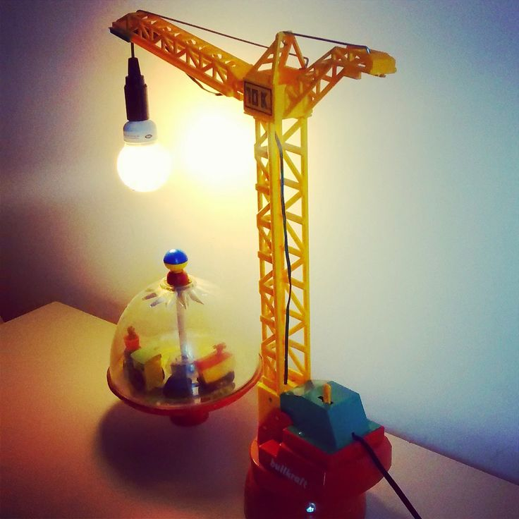 Small toy crane lamp