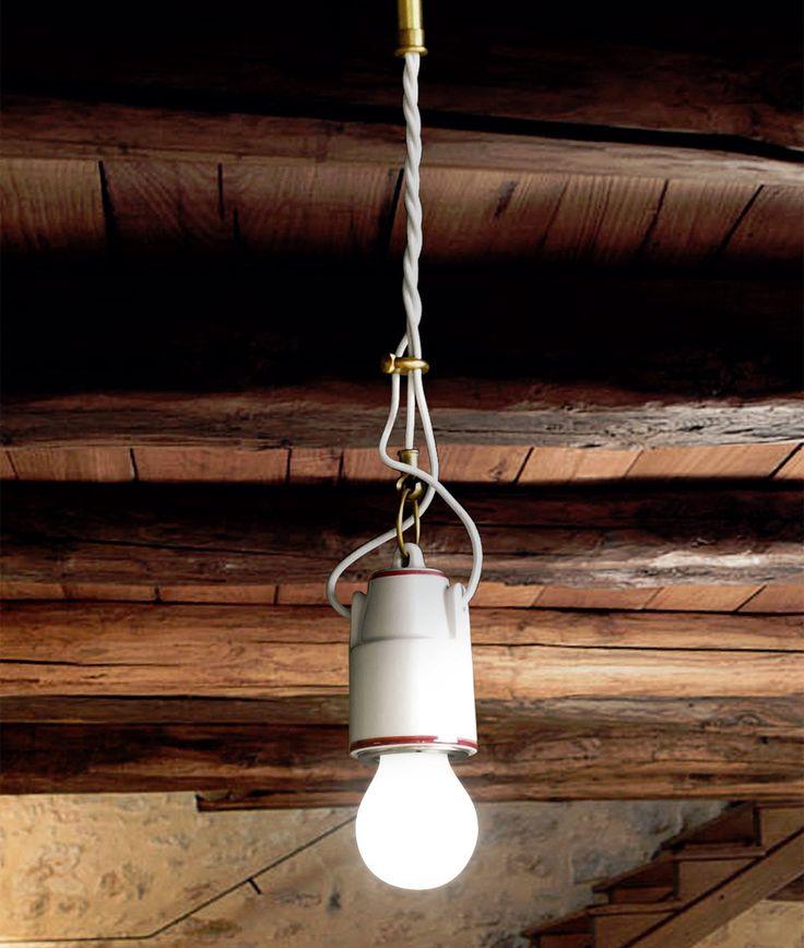 """Mizar è un apparecchio a sospensione disponibile in ceramica bianca, filo colorato o ceramica """"cotto"""". Queste lampade a sospensione sono una soluzione perfetta in un ingresso o appese sopra ad un tavolo, donano all'ambiente una luce calda ed avvolgente"""