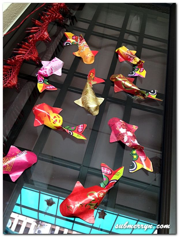 Maybe I'll try my hand at origami. I used to do it all da time. Ang Pao Fish tutorial
