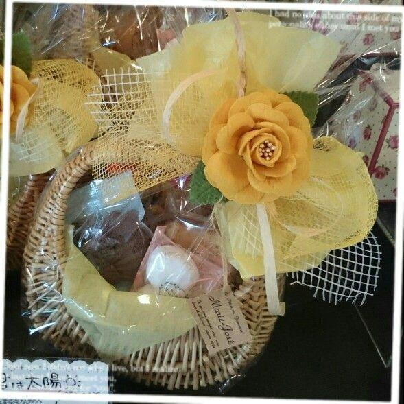 焼き菓子の詰め合わせ かわいい籠と、元気いっぱいのラッピング✿˘︶˘✿ ).。.:* ♬*゜