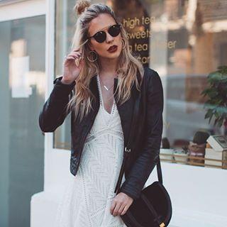 ¿Conoces las gafas Gatsby de Ray-Ban? 😍 La montura es de pasta y tienen doble puente, ¡Te van a encantar! Unas Ray-Ban diferentes para marcar tendencia 😝 📷 @allymayhayward  #gafasdesol #rayban #gatsby #fashion #style #blogger #itgirl #trend #trendy #streetstyle #instafashion #fashiongoals #outfit #ootd #sunnies #sunglasses #shades