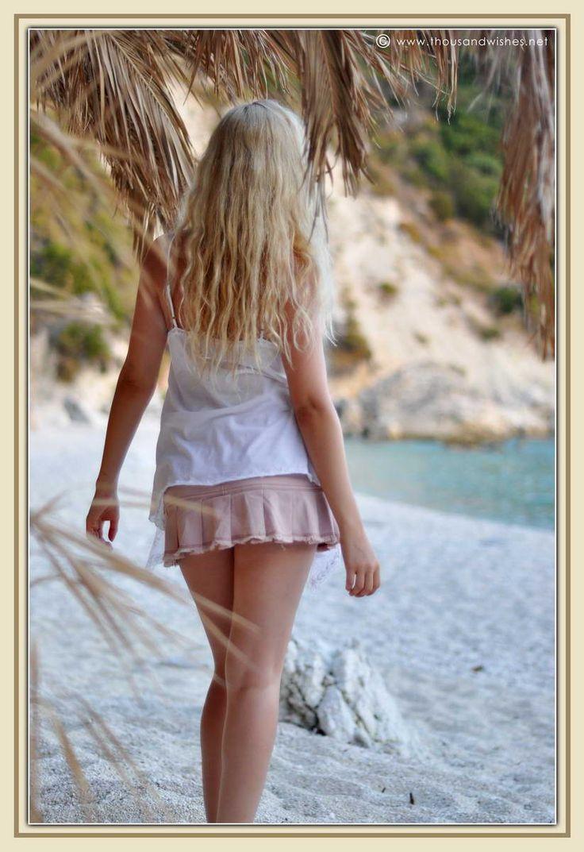 http://www.thousandwishes.net/wp-content/uploads/2013/10/34_blonde_beach.jpg