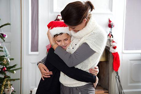 Alt for mange voksne skælder alt for meget ud. Faktisk er vi nogle af de mest udskældende forældre i verden. Men, hvorfor skælder vi ud? Og hvordan undgår man skældud? Det er svært at ændre vaner, men prøv her i julen – for børnenes skyld! Læs seminarielektor Ole Flemming Pedersens opfordring: