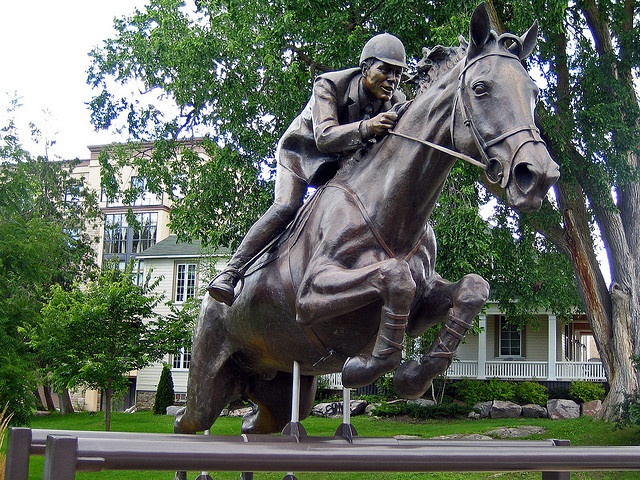 Big Ben, Famous Horse Statue in Perth Ontario...My favorite show horse of all time!!ridden by Ian Millar