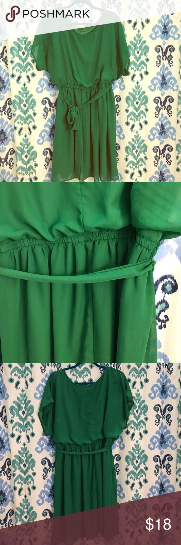 Vintage Kelly Green Dress Vintage dress. Fully lined, no size listed, but fits like an XL due to fully elastic waist band. Beautiful color and quality condition. No stains or snags. Vintage Dresses Midi