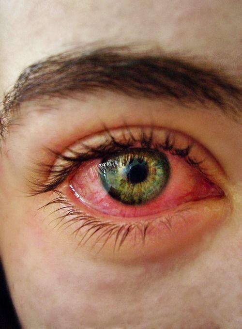 Y llevo rojos los ojos por que llevo dentro humo de mi ganjah!