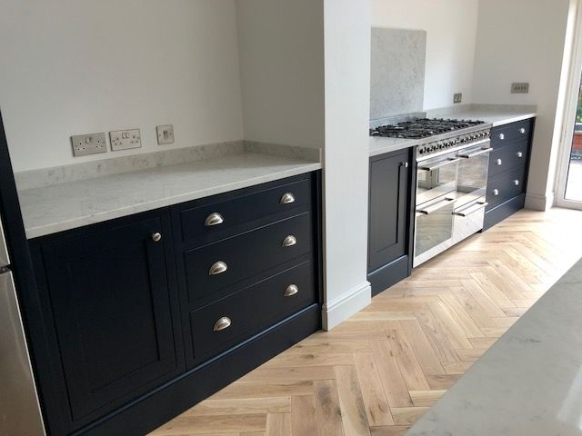 Kitchen Brass Handle Trend 2018 2019 In 2020 Kitchen Worktop Glass Kitchen Cabinets Home Kitchens