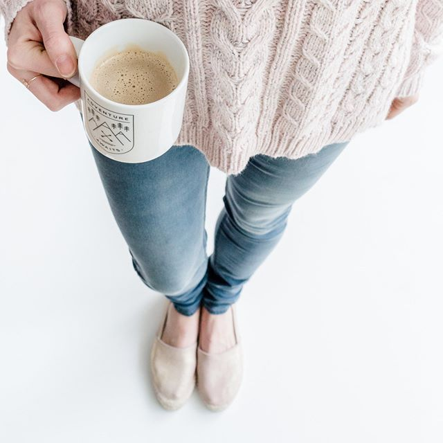 A big knit and a coffee is all you really need in Febuary!  ....................... Un gros tricot et un café tout ce dont on a vraiment de besoin en février!  #monvestibule