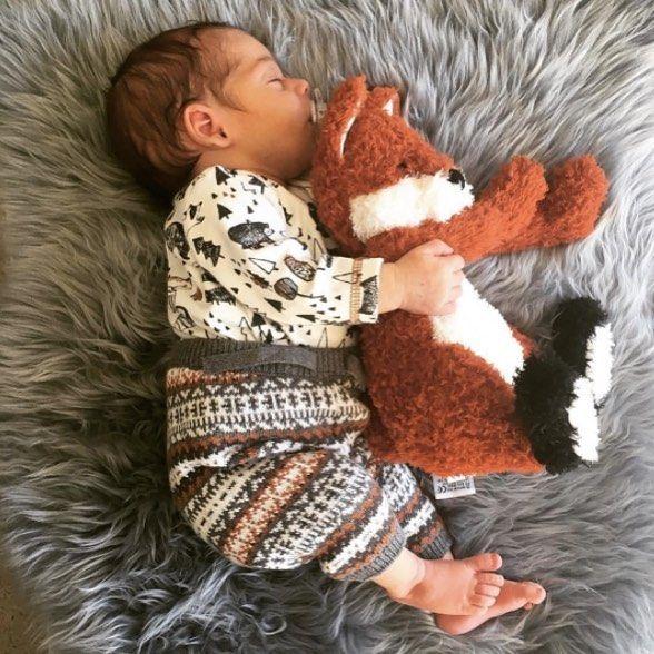 """""""Dormir modo cucharita es el mejor modo"""" :D  #bebenube #bebé #mamá #canastilla #bebeabordo #comomola #baby #maternidad #babyboy #babygirl #instamami #instababy #bebes #mamaprimeriza #embarazo #dulceespera #embarazofeliz #mamafeliz"""