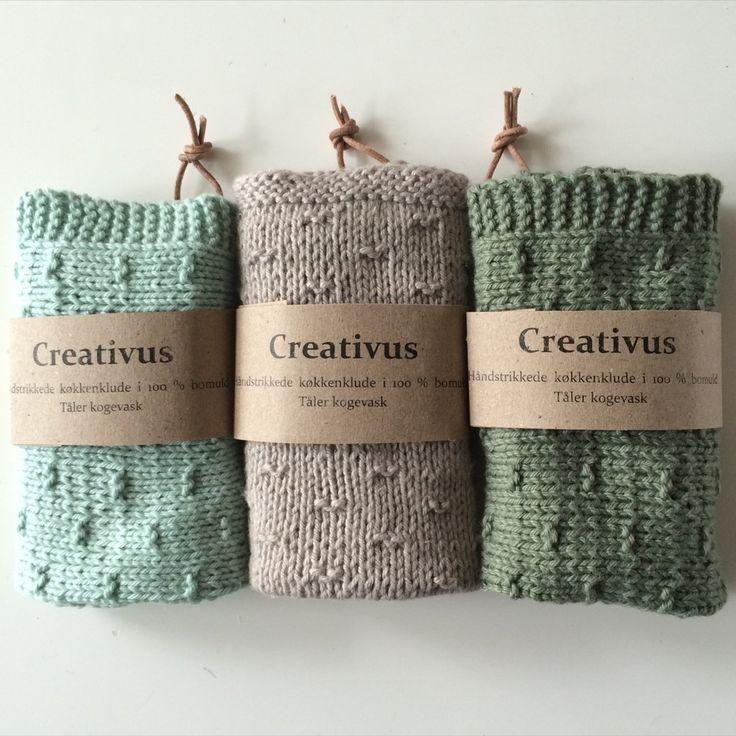 Herhjemme bruger vi strikkede (eller hæklede) køkkenklude / karklude af bomuld eller hør/bomuld. Jeg strikker dem mere eller mindre året rundt. Ikke bare til os selv, men også til andre. Det er nemlig den perfekte værtindegave eller som i dette tilfælde fødselsdagsgave. 🙂 Mønstret som jeg har brugt til disse klude kan findes her. Det …