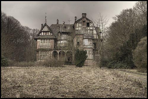Spooky mansion by Mornix.nl, via Flickr