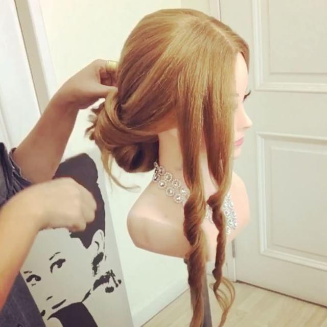 Так довольно ✨✨✨💫💫💫 💟💟We только в любви с этими стилями 💁👰Romantic Свадебных Идей для волос You Will Love😍😍from @nissara_hairstylist_thailand @thai_hair_videos ✨✨ 🌍Follow 👉https: //www.facebook.com/FrungFringClub. KruNiss / ⭐️⭐️⭐️⭐️Hair вдохновение, когда мы сходим с ума по шикарным свадебным прическам для длинных волос.  Мы часами рыскать по Интернету в поисках более уникальные идеи причесок, чтобы обновить нашу коллекцию.  С этой галерее рыбьего хвоста, мягкие волны, кос…