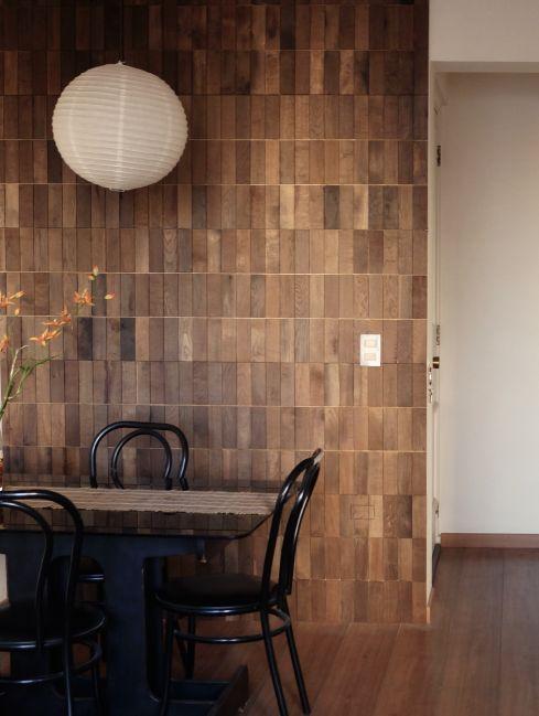 En Tinto se dan un uso diferente a las barricas, las cuales se transforman en suelos y murallas únicas porque cada producto es único, con sus propios patrones de diseño, entregando estilo y buen gusto a los espacios. Ideales para espacios habitacionales, mixtos o comerciales.