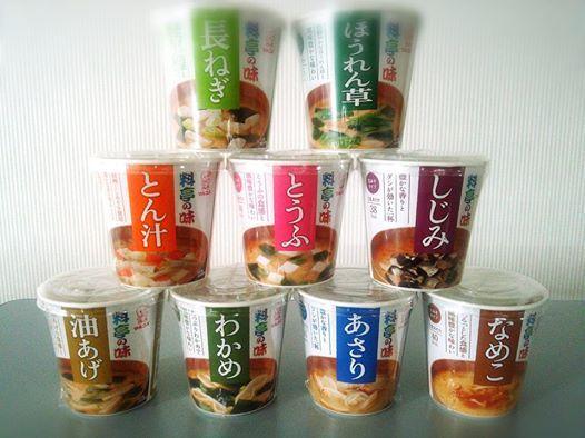 マルコメ カップ味噌汁『料亭の味』  ご存じ、お湯を注ぐだけで簡単にいただける、カップ味噌汁です!! お味もいろいろございます♪  日本人だからかな~? お味噌汁を飲むとホッとしますよね(*^^*)  時間のない朝や、ランチタイム、お夜食等にどうぞ(^^)d  和光食材(株) 0234-41-0271 http://www.wako-net.com