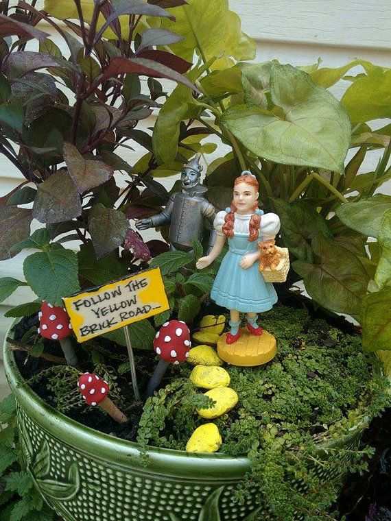 """WIZARD Of OZ Miniature Sign That Reads: """" Follow The"""