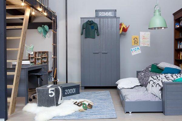 KARWEI | De kleuren van deze hang/legkast komen terug in het bureau en bed, zo zorg je voor een stoere, opgeruimde kamer! #wandkasten