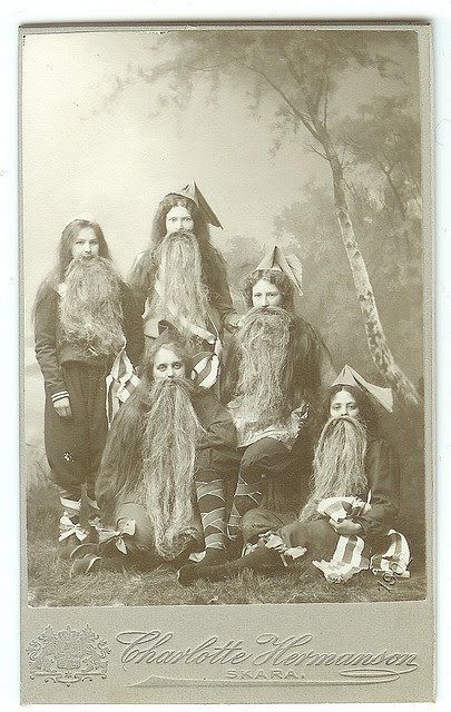 Girls dressed as gnomes - 1902