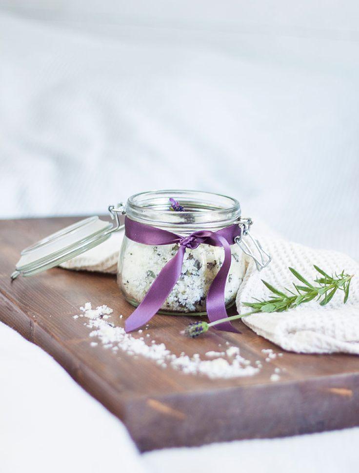 DIY badsalt med lavendel. DIY lavender bath salts.