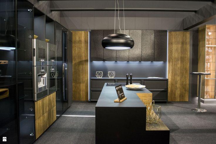 Firma Halupczok Kuchnie i Wnętrza specjalizuje się w produkcji mebli kuchennych wysokiej klasy, ale także mebli projektowanych na indywidualne zamówienie do obiektów użyteczności p ...