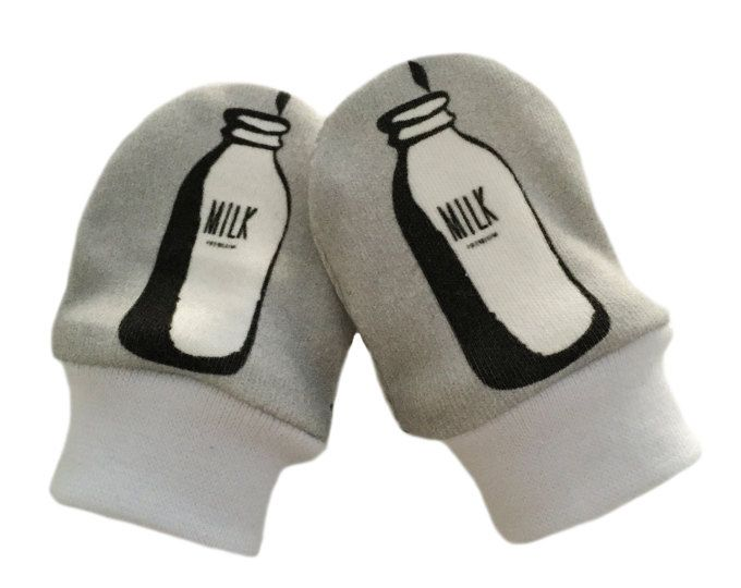 Biologische baby KRAS MITTENS in Milk Bottles & Various Designs - A Gift New Baby Idea