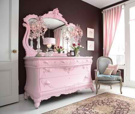 Pink dresser and I LOVE the chocolate wall