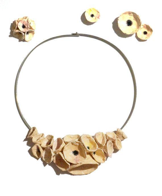 Collana con fiori rosa fatti a mano in cartapesta - gioielli effetto ceramica, bouquet elegante, idea regalo per lei, spedizione GRATIS