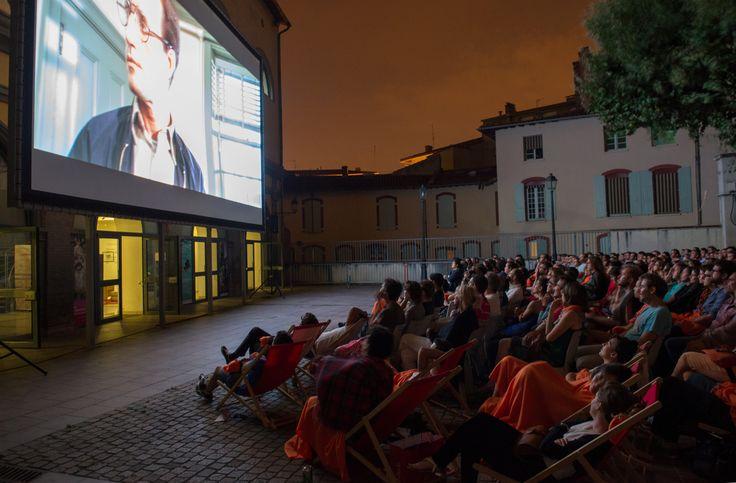 Tous les étés, le festival Cinéma en plein air, pour se faire une toile sous les étoiles / During summer time, at the open air cinema © Cinémathèque de Toulouse #toulouse France #visiteztoulouse