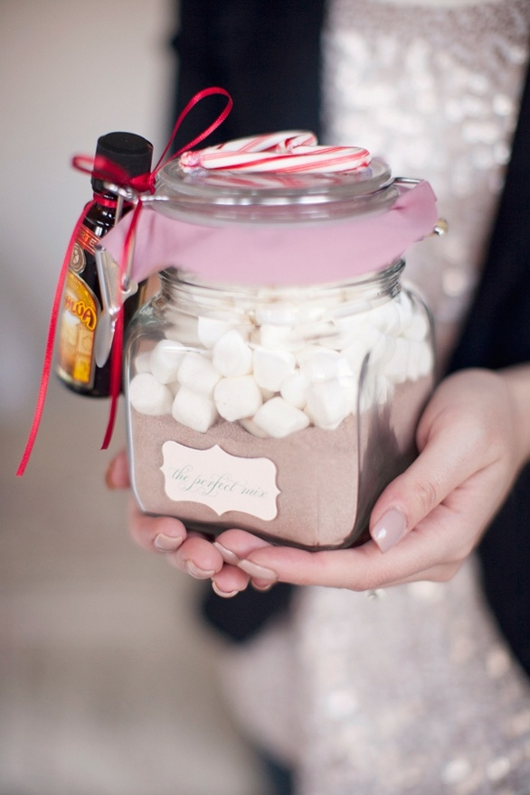 Super cute christmas presents for friends: Hot Cocoa Mixed, Christmas Presents, Gifts Ideas, Chocolates Gifts, Diy Gifts, Hot Chocolates, Homemade Christmas, Diy Christmas, Christmas Gifts