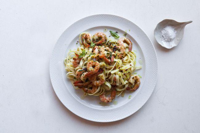 Pasta with prawns and basil pesto sauce