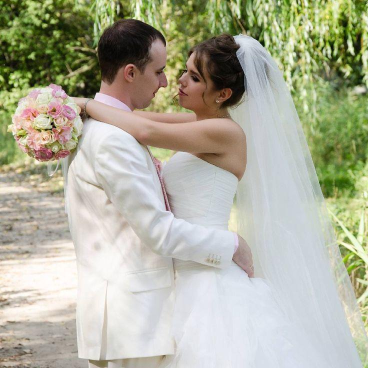 А человеку нужен крепкий чай,  А не меха, какие подороже.  И просто слышать: — как же я скучал!  И улыбаться: — я скучала тоже. #свадьба #мужижена  #wedding #merried #bride