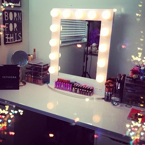 I'll decorate my mirror like that in my room, but no make up though, also put lights up and color and decorate it and what not ;)