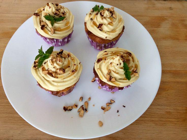 Cupcakes z mandlové mouky s javorovým máslovým krémem
