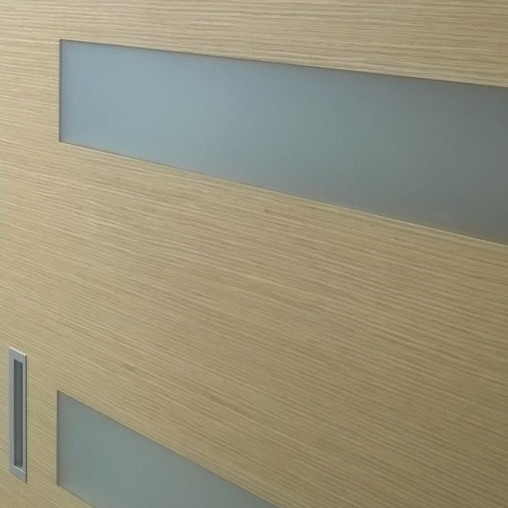Flushed glazing with frosted glass on MIADOR doorpanel.
