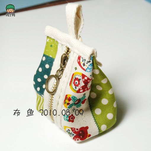 Triangular parcel practices change purse handmade cloth diy tutorial.  Pictures are self explanatory and Google Chrome will translate page.