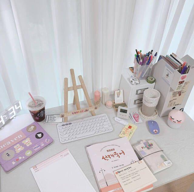勉強机が整理されていると勉強効率もやる気もアップするはず すっきりした勉強机をキープするテクニックを紹介するよ study desk decor study room decor cute room decor