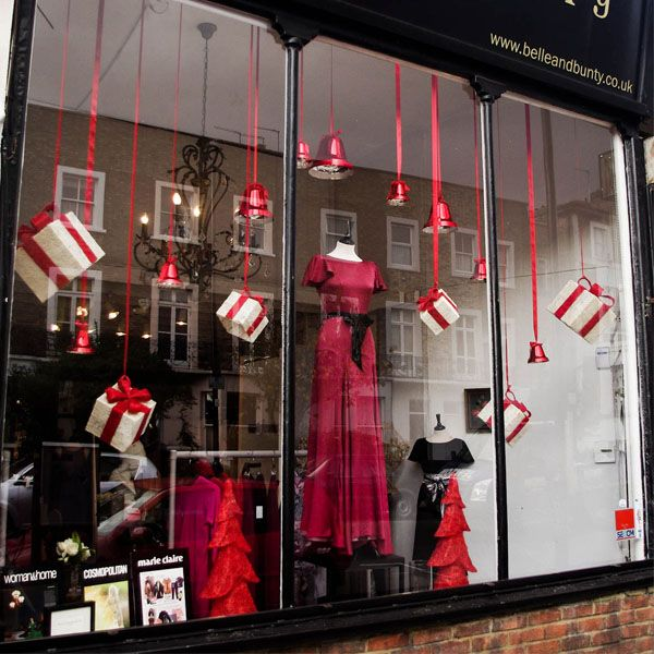 Christmas Window Displays for Homes | like the colors red and white -- very attention grabbing.