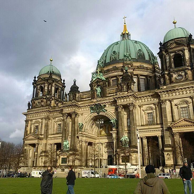 흠... 매일 봐도 빛깔이 조금씩 다르단 말야... 흠.... #베를린돔 #리얼트립베를린 #베를린여행 #독일여행 #베를린 #독일 #독일어디까지가봤니 #유럽여행사진 #유럽사진