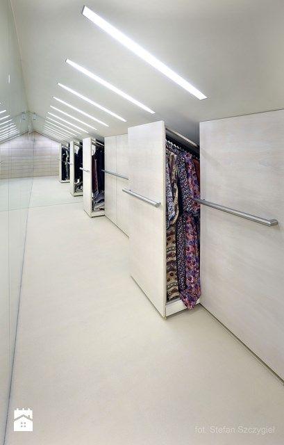 garderoba - szafy w skosie dachu - zdjęcie od metropolis2 - Homebook.pl