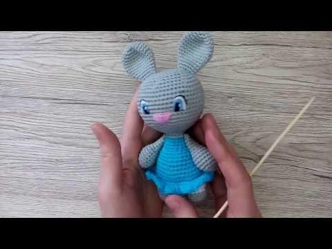 Как вышить глаза вязаному зайцу или кукле крючком - YouTube
